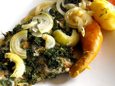 fish fillet with dill and onion