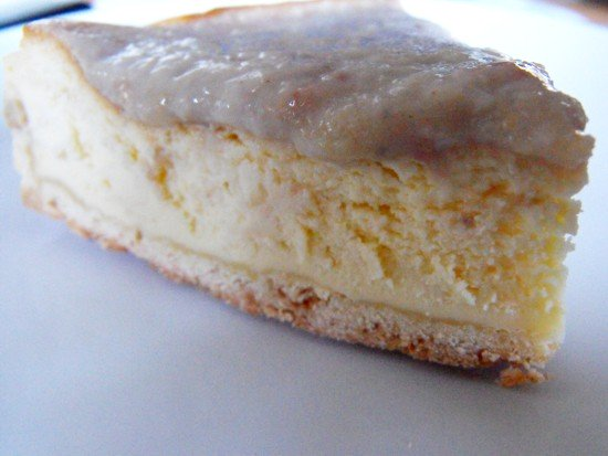 Cream cheese cake with feijoa purree topping